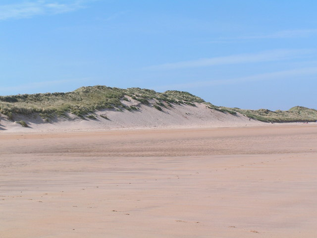Sand dunes, Beadnell Bay - geograph.org.uk - 1060386