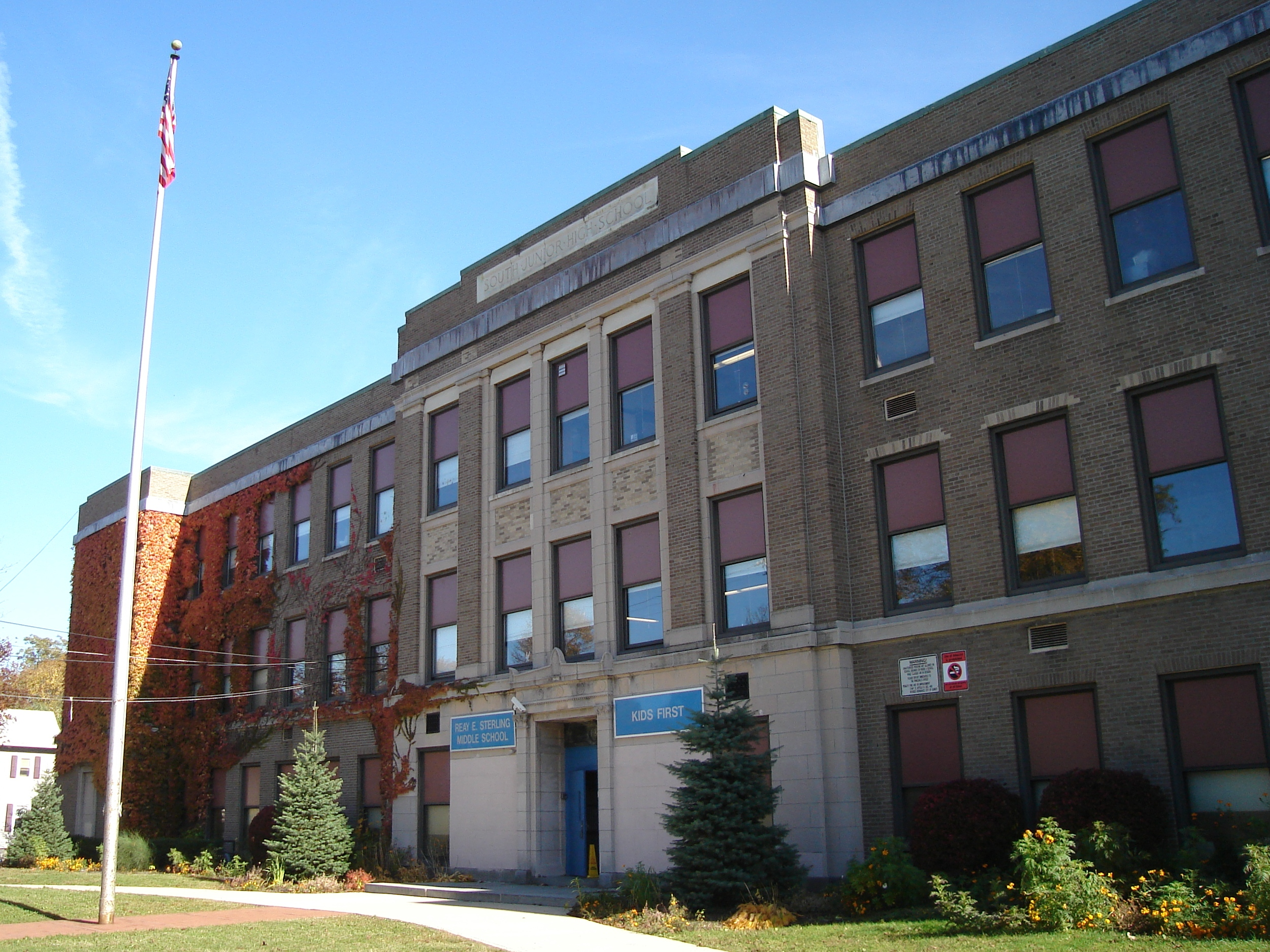 Description South Junior High School Quincy MA.jpg