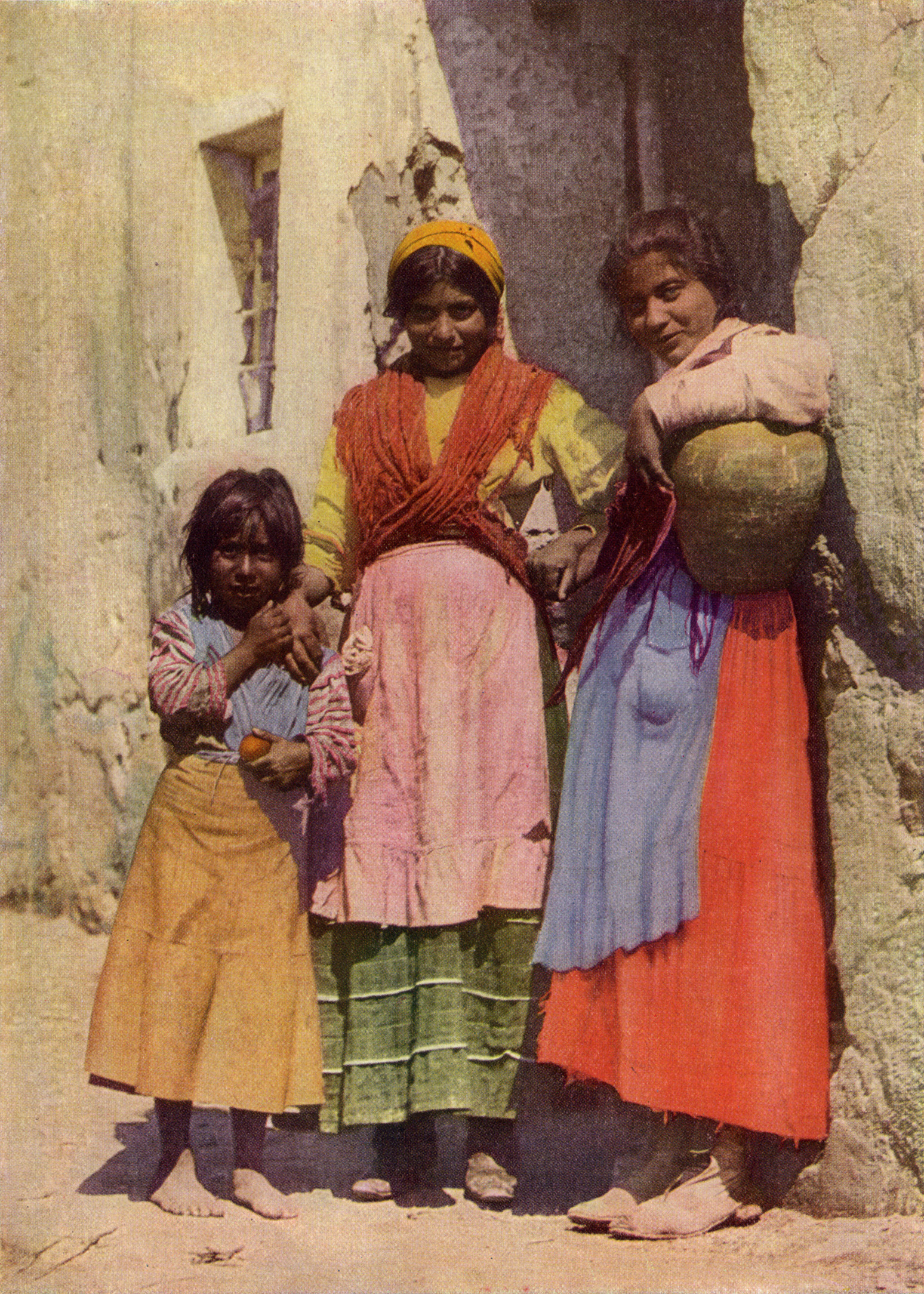 http://upload.wikimedia.org/wikipedia/commons/1/18/Spanish_Gypsy_Girls_NGM-v31-p267.jpg