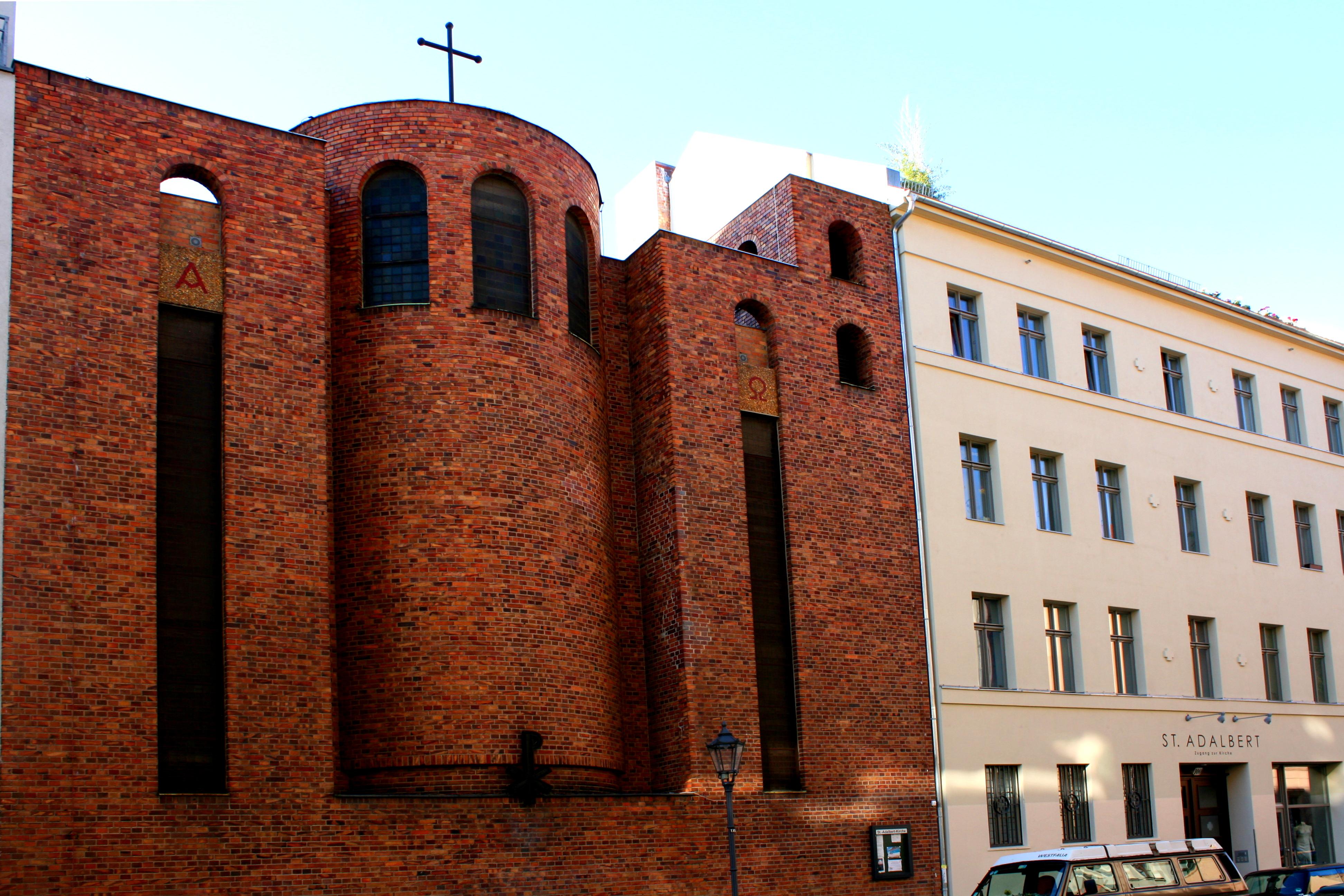 St.-Adalbert-Kirche Berlin Torstraße.JPG