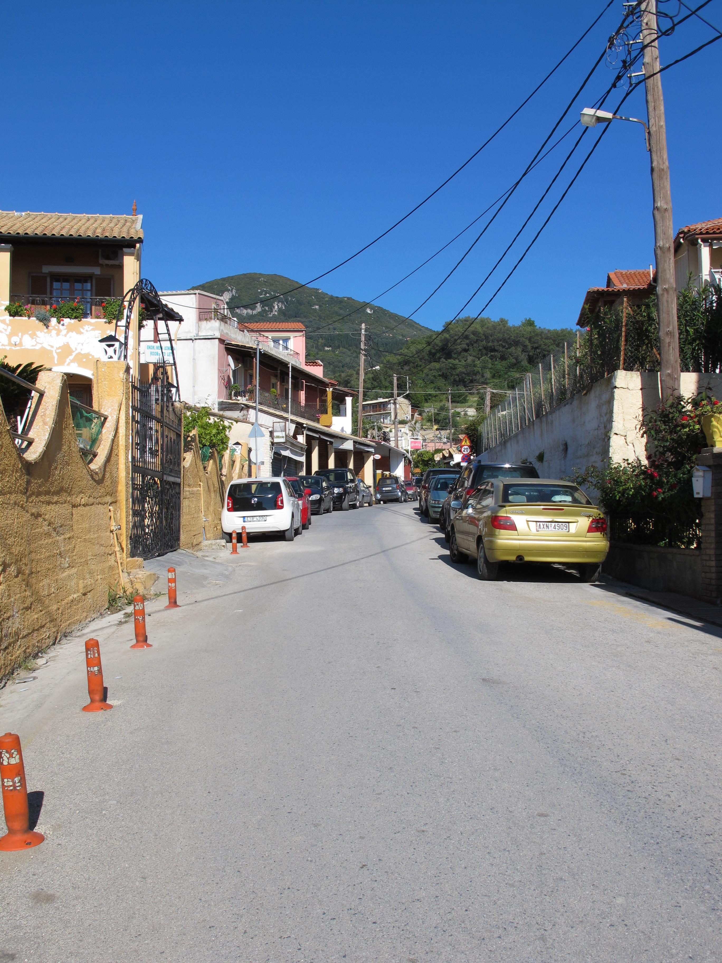 File:Straßenszene in Agios Gordios 01.jpg - Wikimedia Commons
