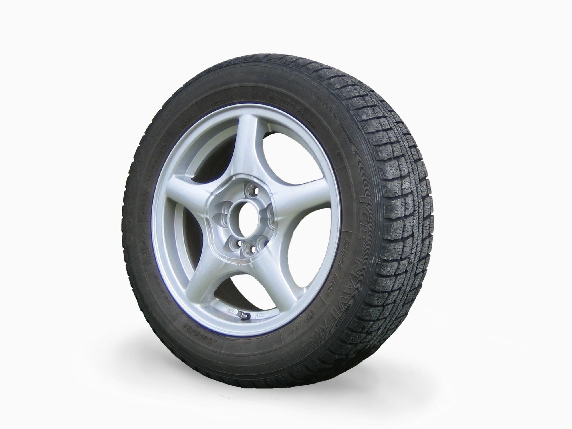 File:Studless tire 1.jpg - Wikimedia Commons