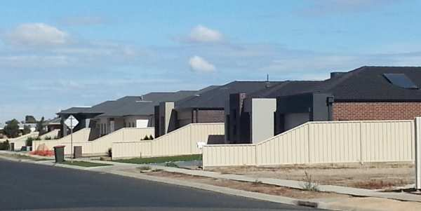 Suburban expansion along River Road in Horsham, Victoria