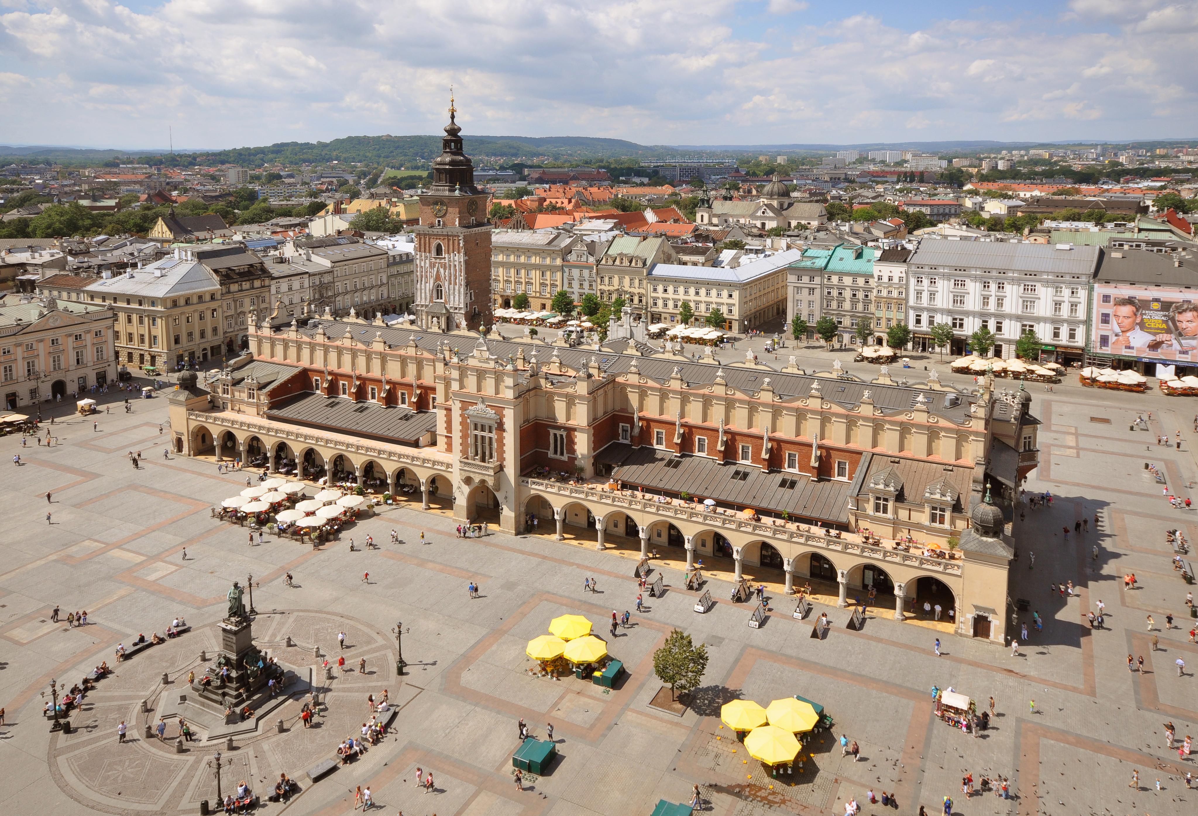 Znalezione obrazy dla zapytania Rynek Główny w Krakowie