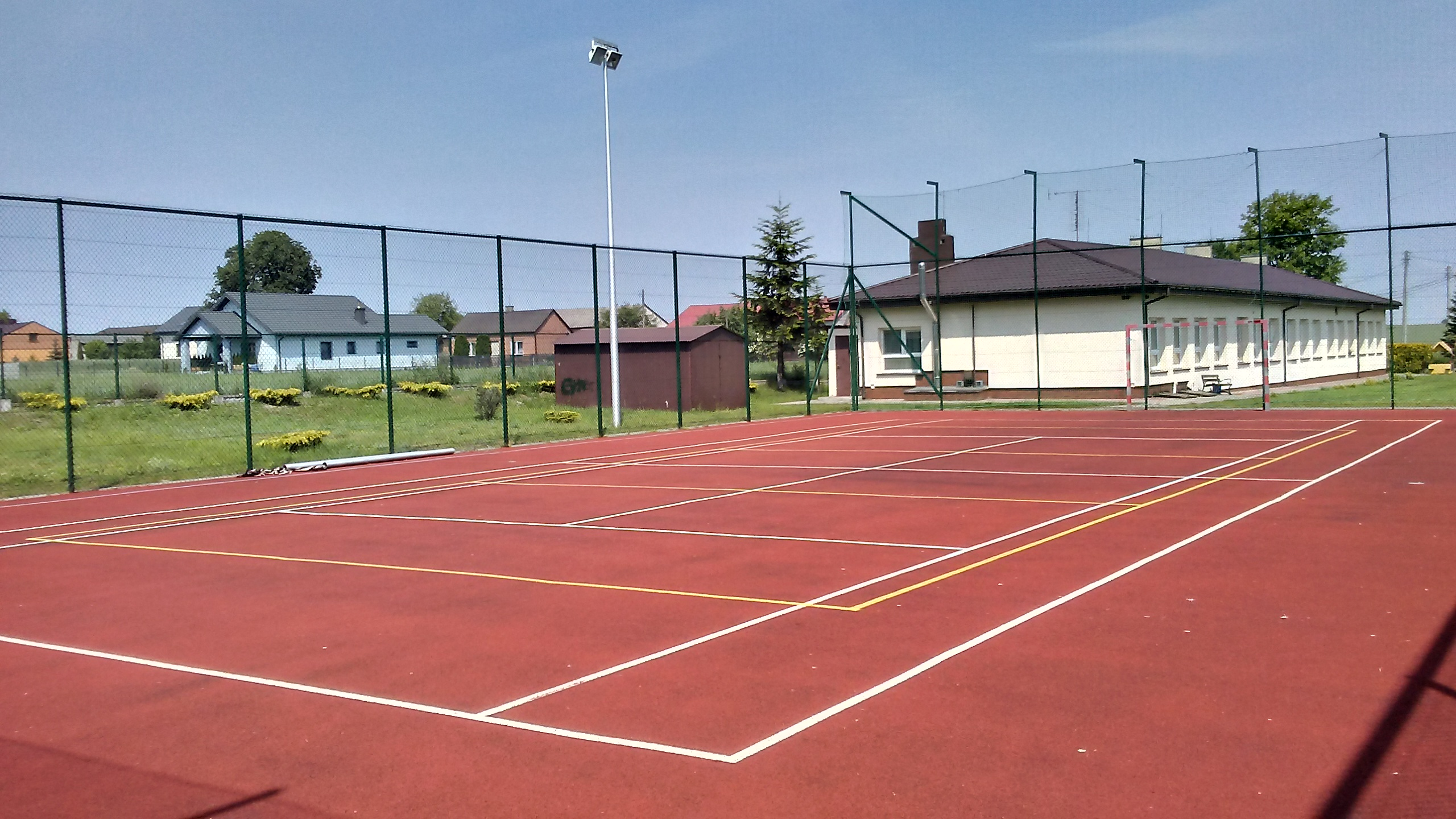 File Tennis Court In Chorzecin Village Near Tomaszow Mazowiecki Poland Jpg Wikimedia Commons