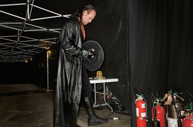 File:The Undertaker in the Backstage.png