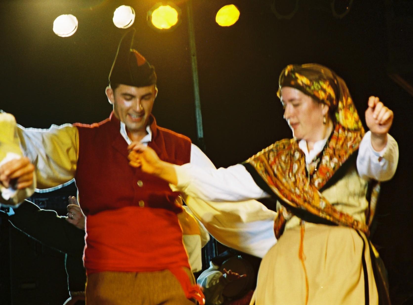 Pareja de baile tradicional asturiano.