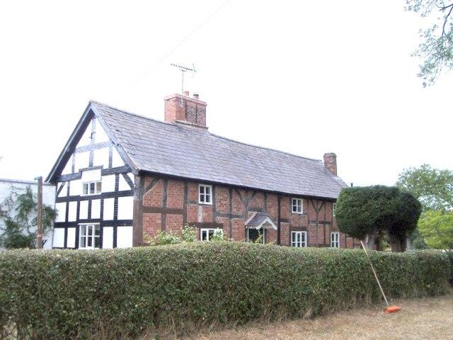 Tushingham cum Grindley - cottage on the Bishop Bennet Way - geograph.org.uk - 219023