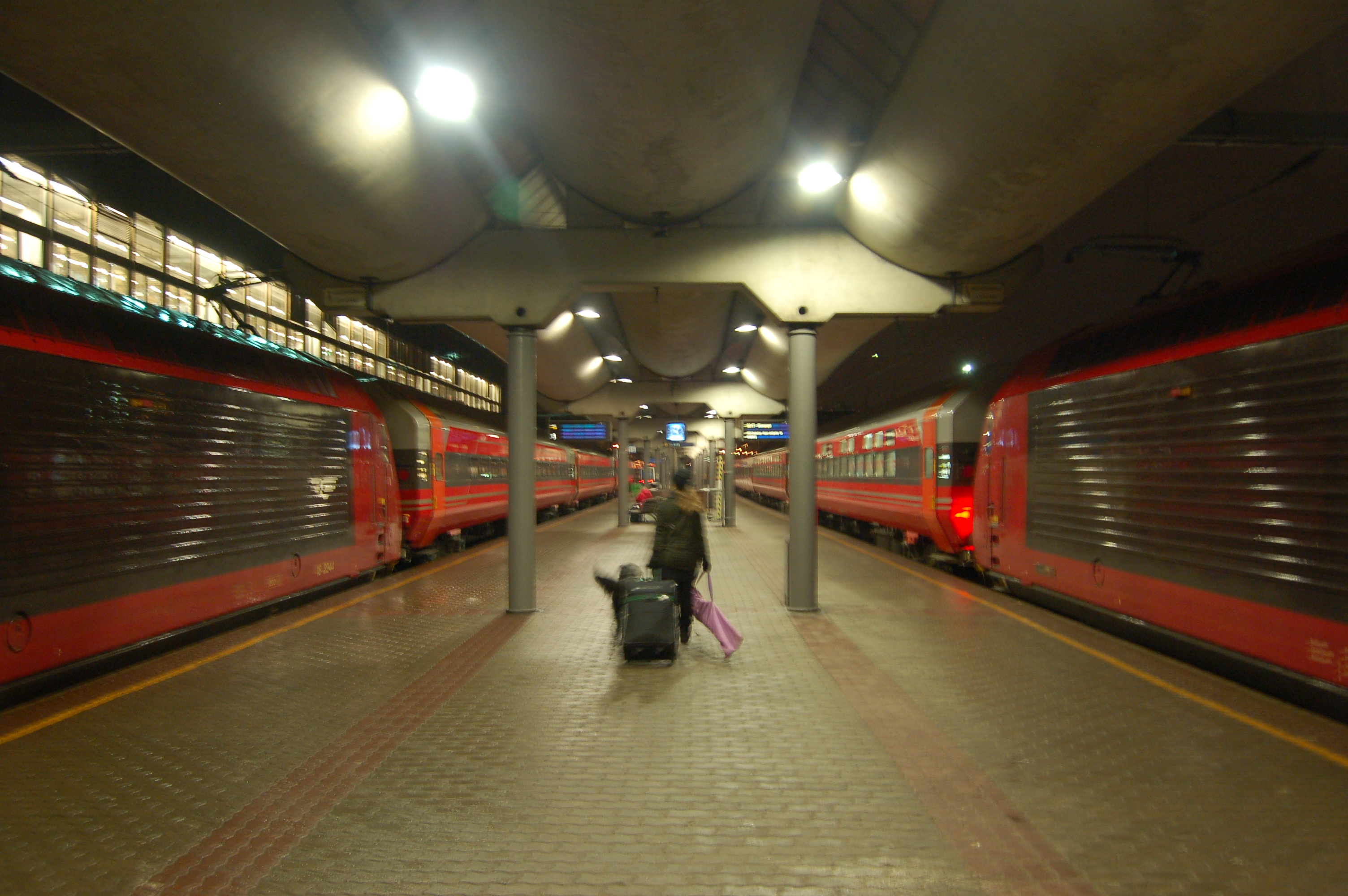 File Two Night Trains At Oslo S Jpg