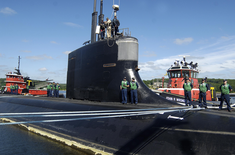 File:US Navy 070615-N-8467N-001 Sailors aboard USS Seawolf ...