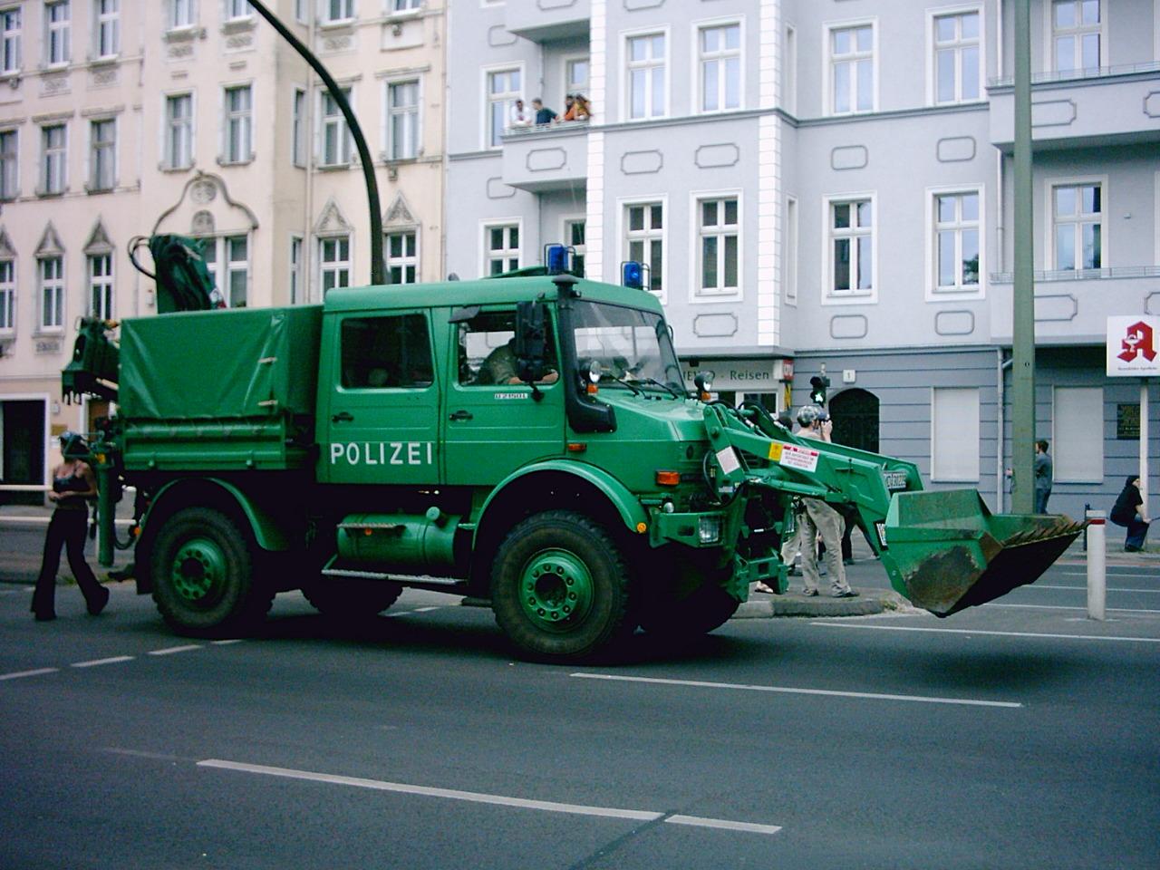 ImageImage:Unimog Polizei Berlin