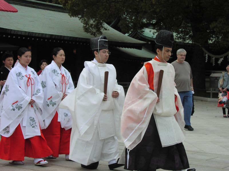 Wedding procession at Meiji shrine 02