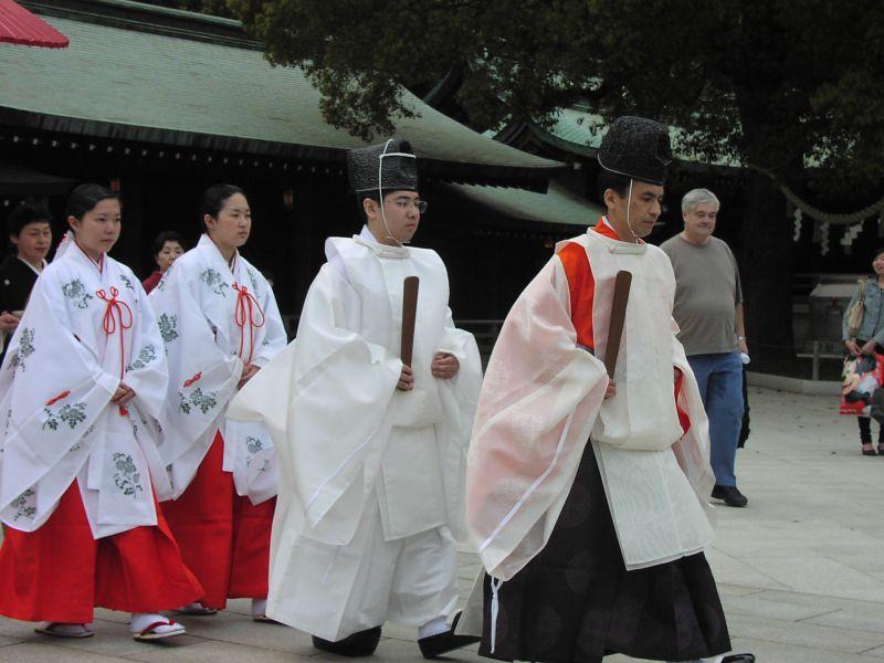 Wedding procession at Meiji shrine 02