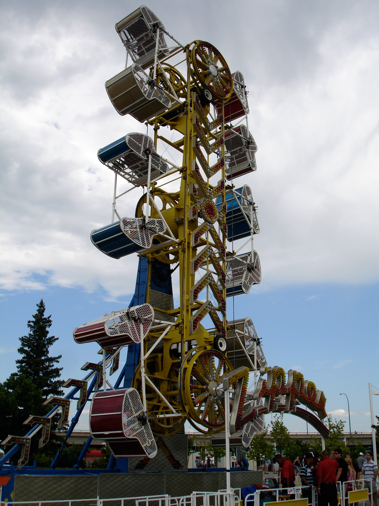 File:Zipper ride vertical position.jpg - Wikimedia Commons