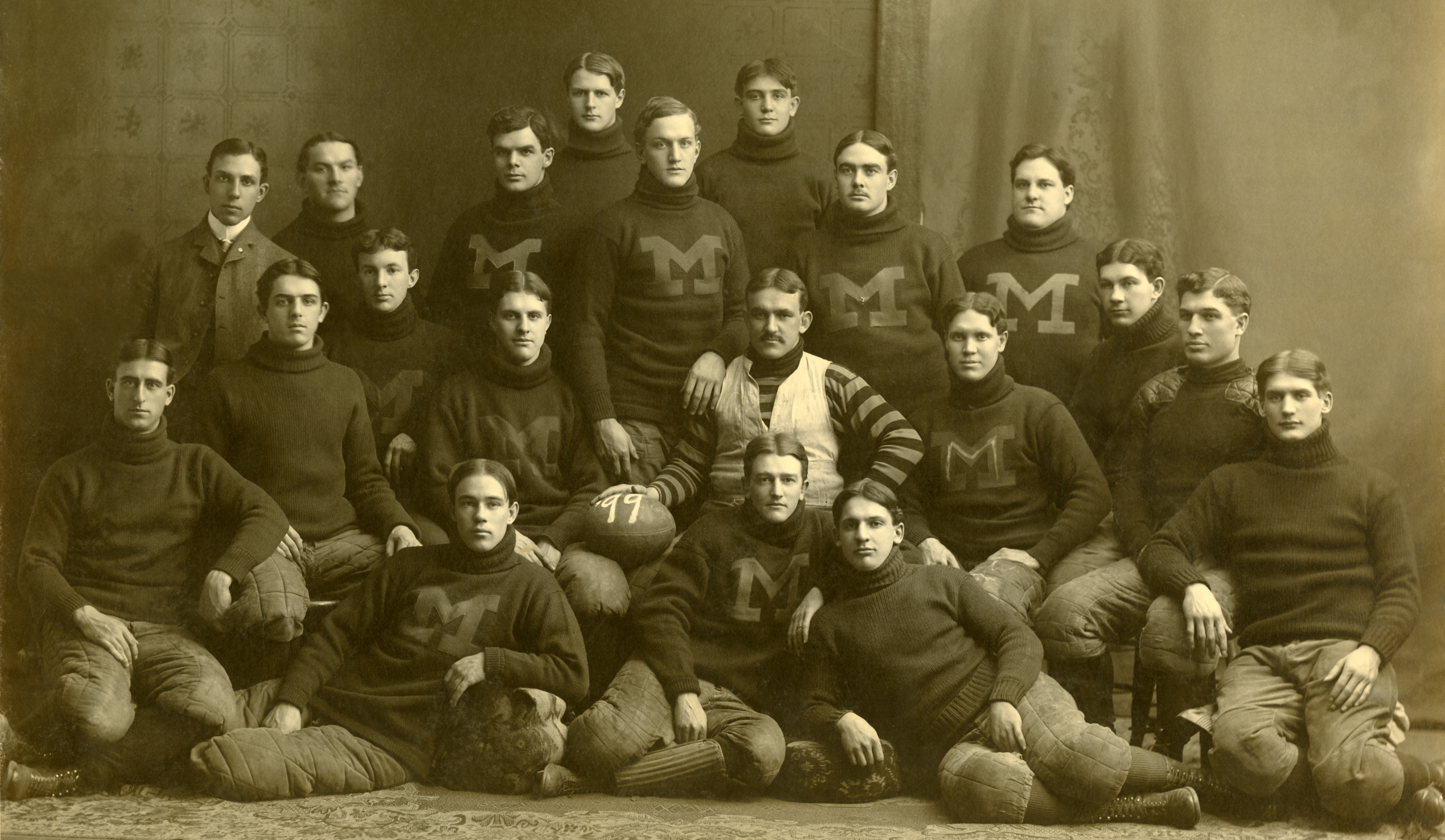 File:1899 Michigan Wolverines football team.jpg