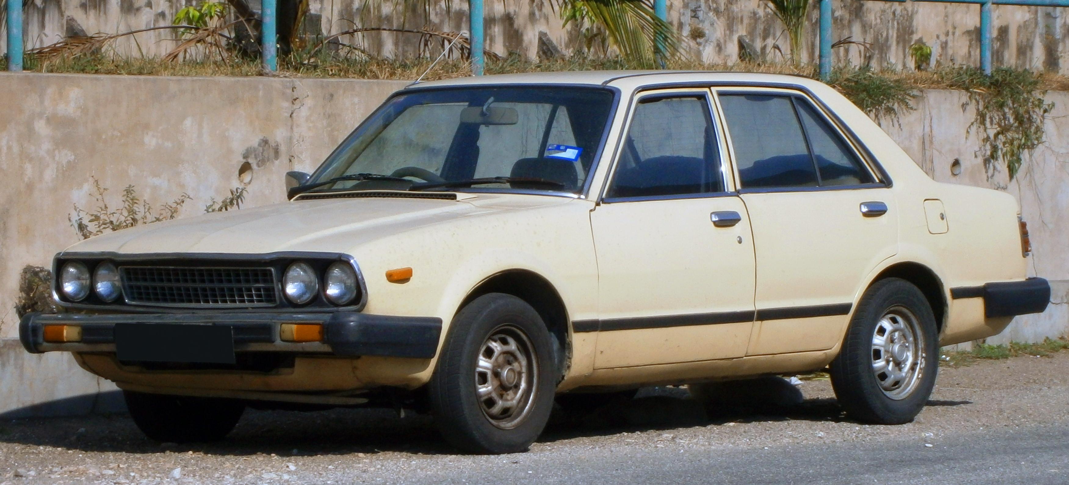 1981_Honda_Accord_saloon_in_Ipoh%2C_Malaysia_%2801%29 Extraordinary toyota Camry 2006 Vs Honda Accord 2006 Cars Trend