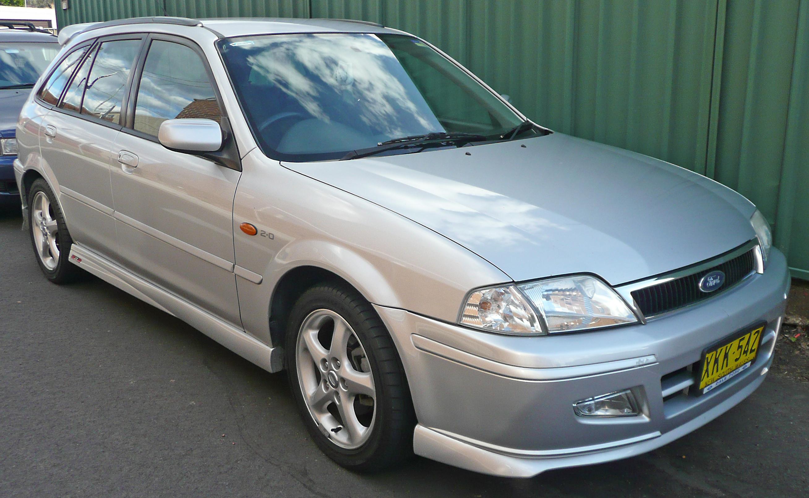 2001-2002_Ford_Laser_%28KQ%29_SR2_hatchb