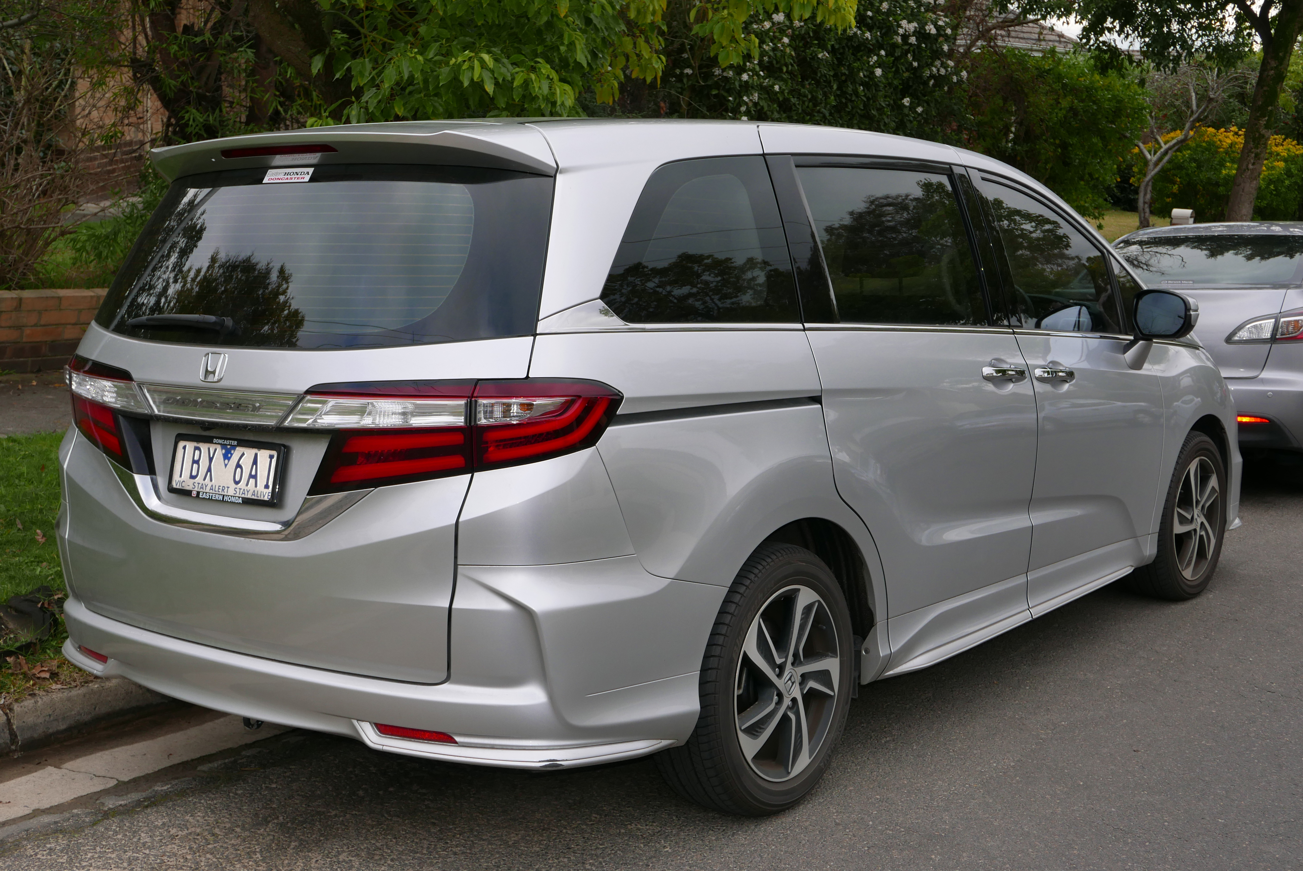 Kekurangan Honda Odyssey 2015 Tangguh