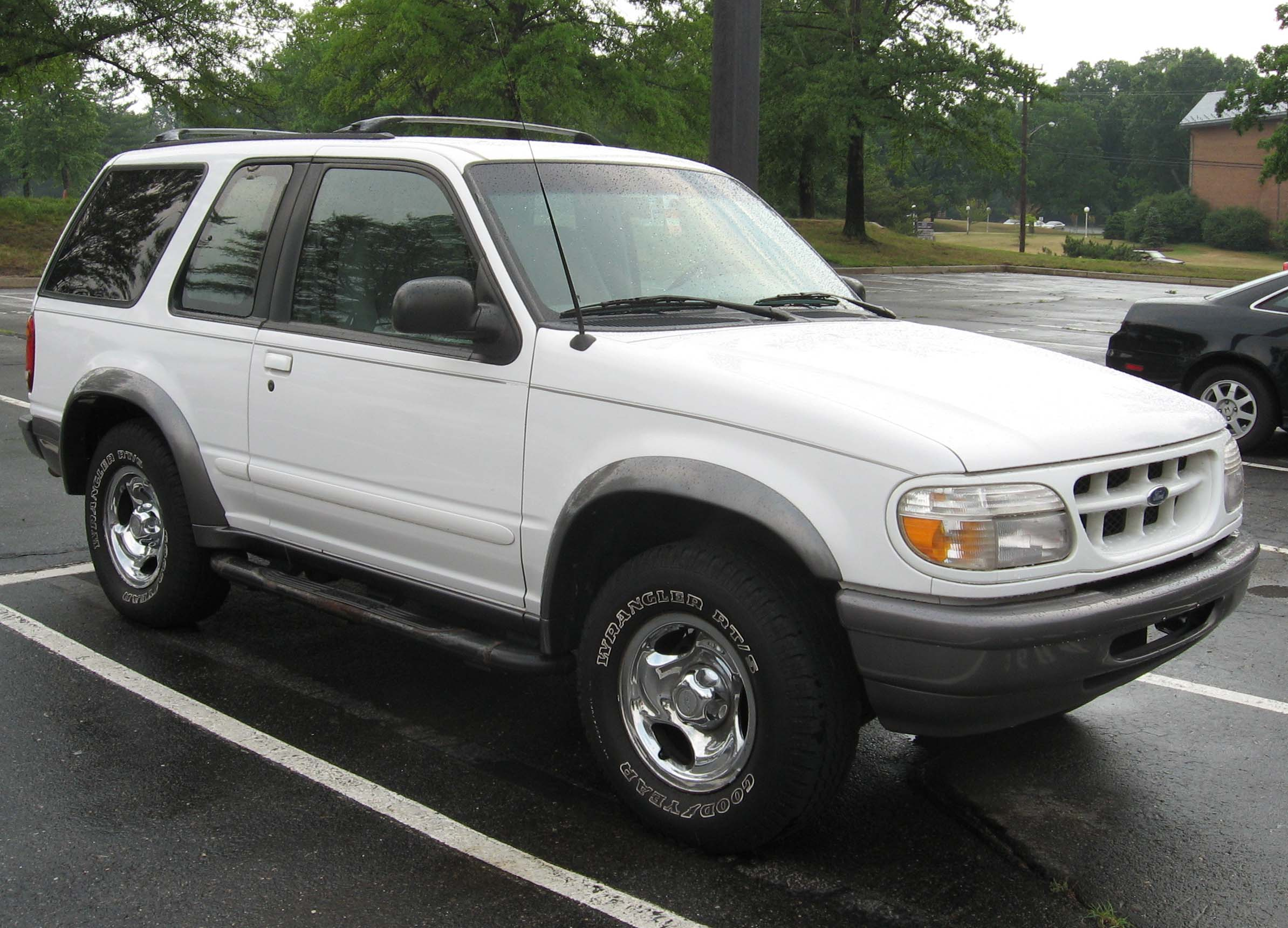 File:99 01 Ford Explorer Sport