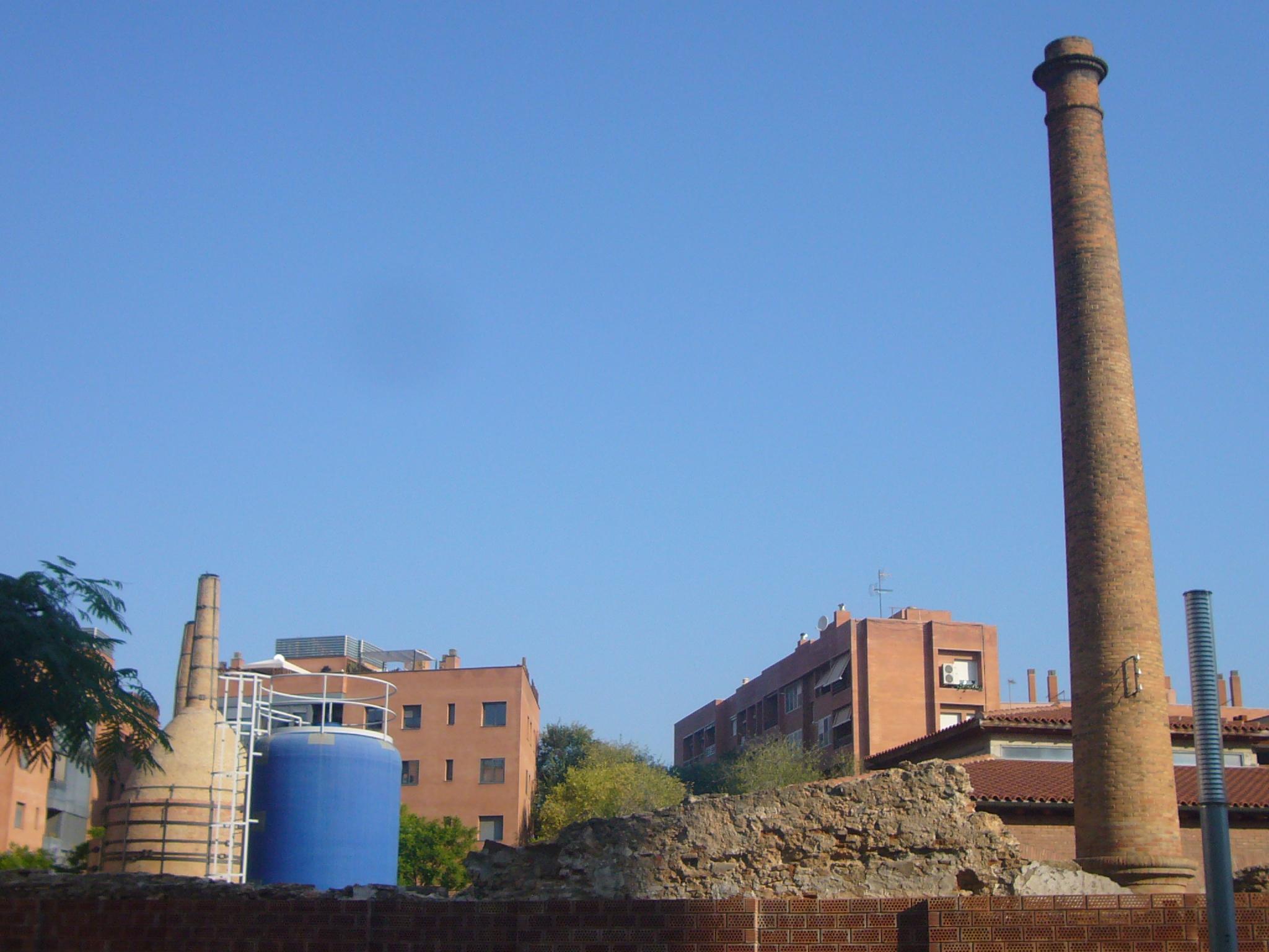 File antiga f brica de cer mica pujol i bausis esplugues for Fabrica ceramica blanca