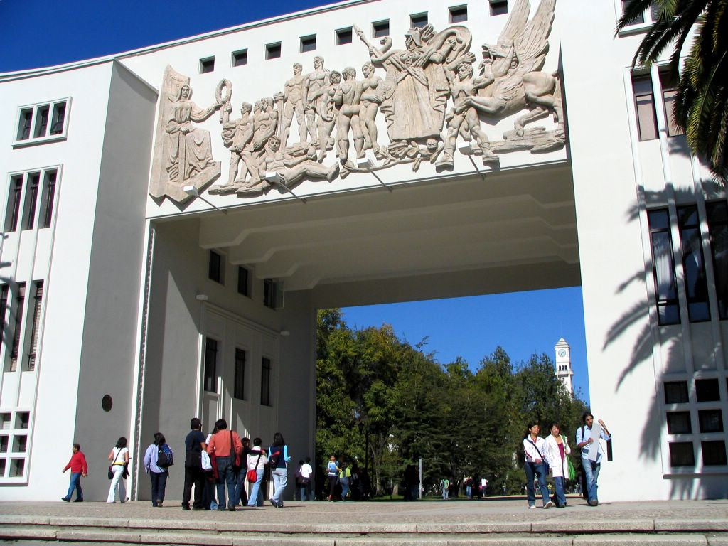http://upload.wikimedia.org/wikipedia/commons/1/19/Arco_de_Medicina_UdeC.jpg
