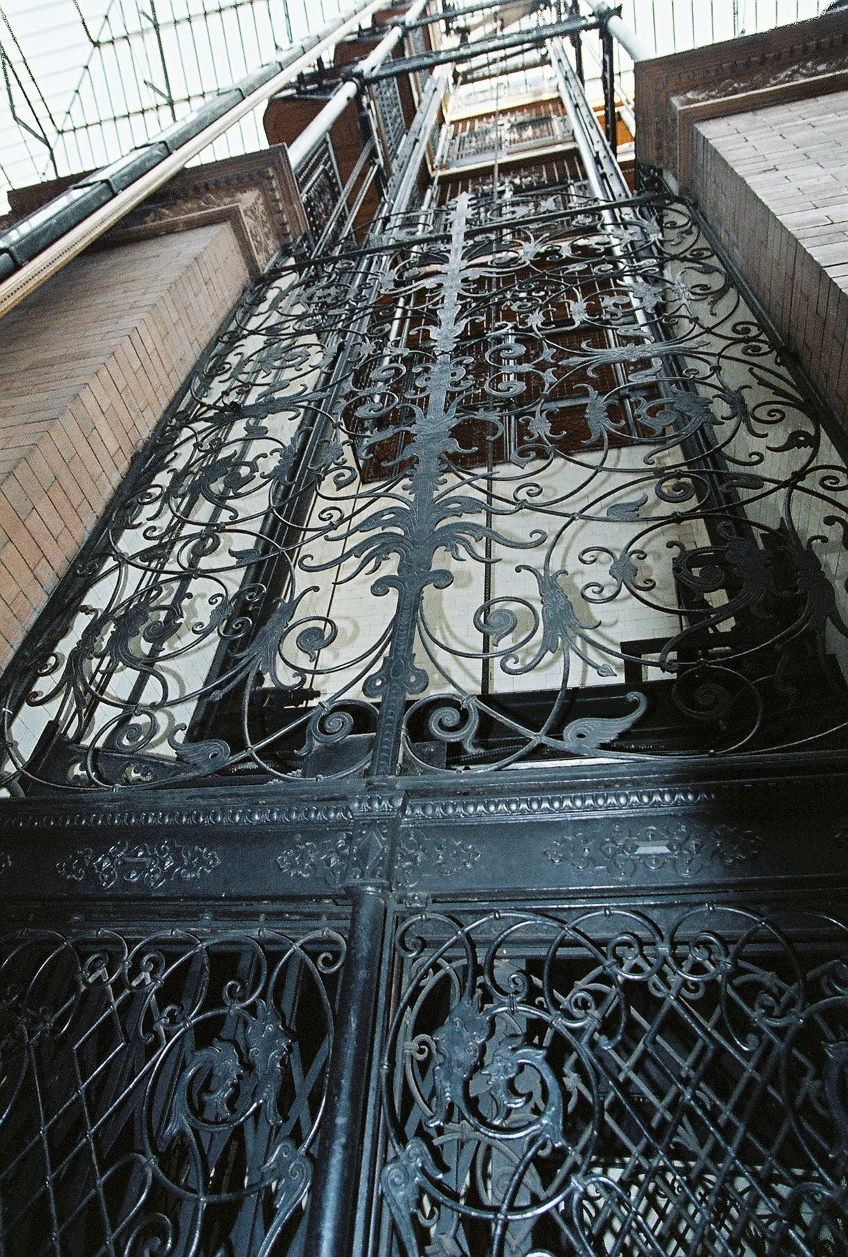 File:Bradbury-elevator-Jan 2012 jpg - Wikimedia Commons