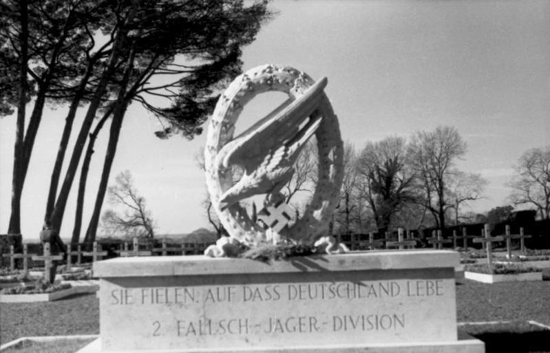 File:Bundesarchiv Bild 101I-574-1797-18, Italien, Friedhof der 2. Fallschirmjäger-Division.jpg
