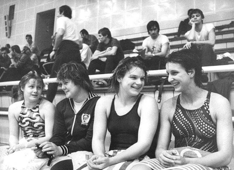Vierergruppe junge DDR-Schwimmerinne: Barbara Krause, Andrea Pollack, Carola Nitsche, Christiane Knacke