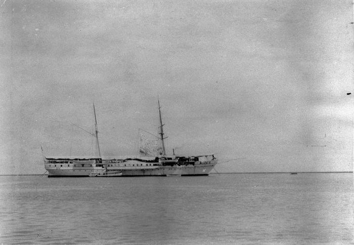 File:COLLECTIE TROPENMUSEUM Schip van de Koninklijke Marine TMnr 60008516.jpg
