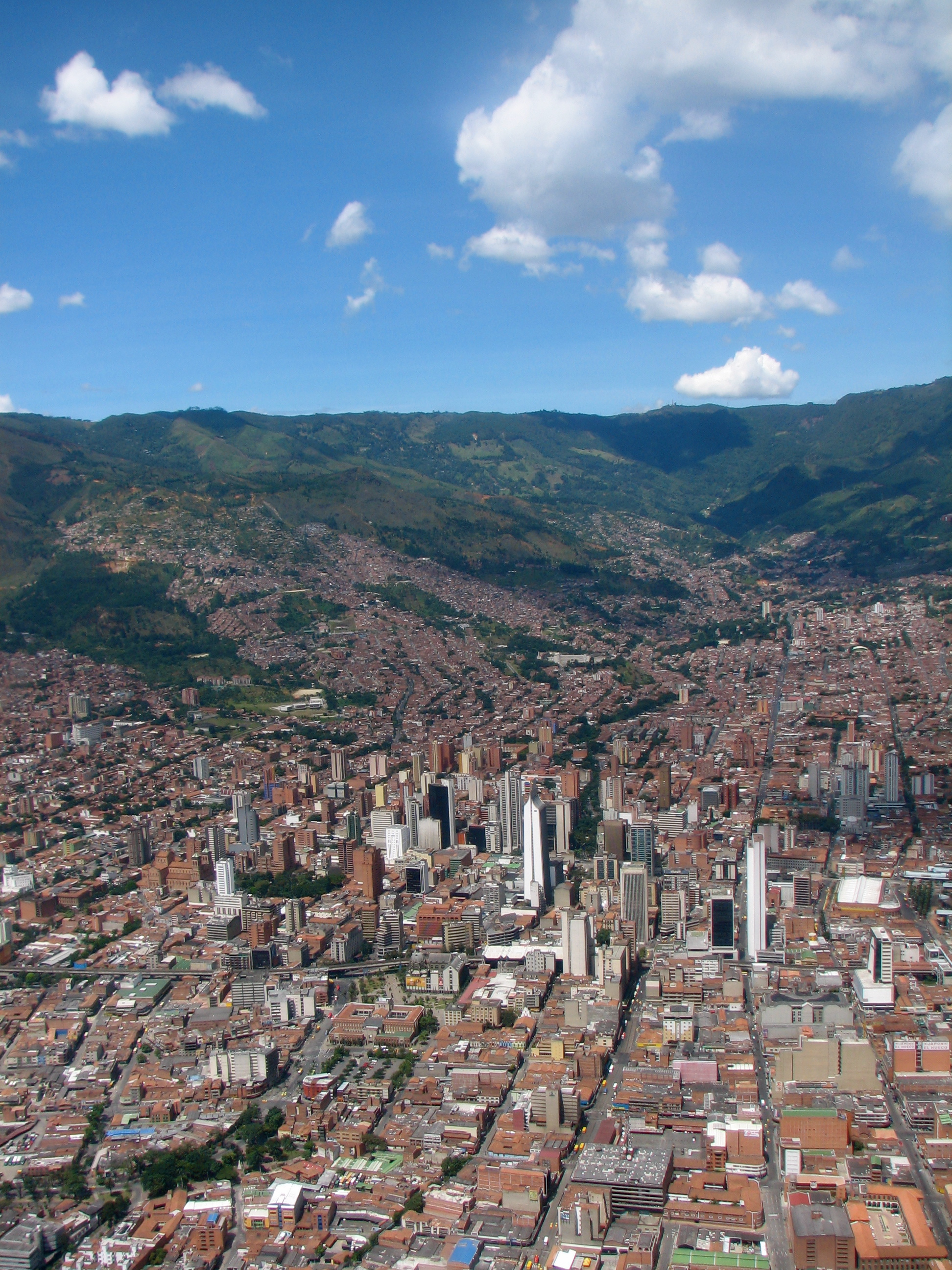 http://upload.wikimedia.org/wikipedia/commons/1/19/Centro_de_Medellin-Colombia.jpg