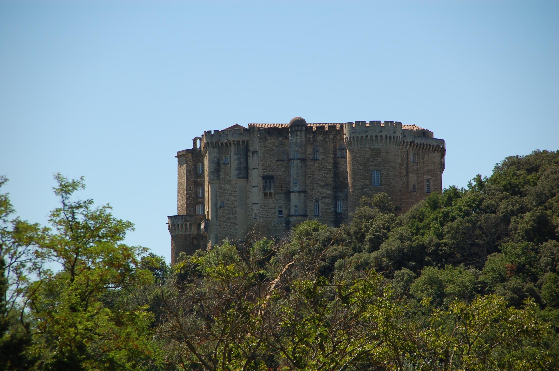 File:Château de Suze-la-Rousse.jpeg - Wikimedia Commons