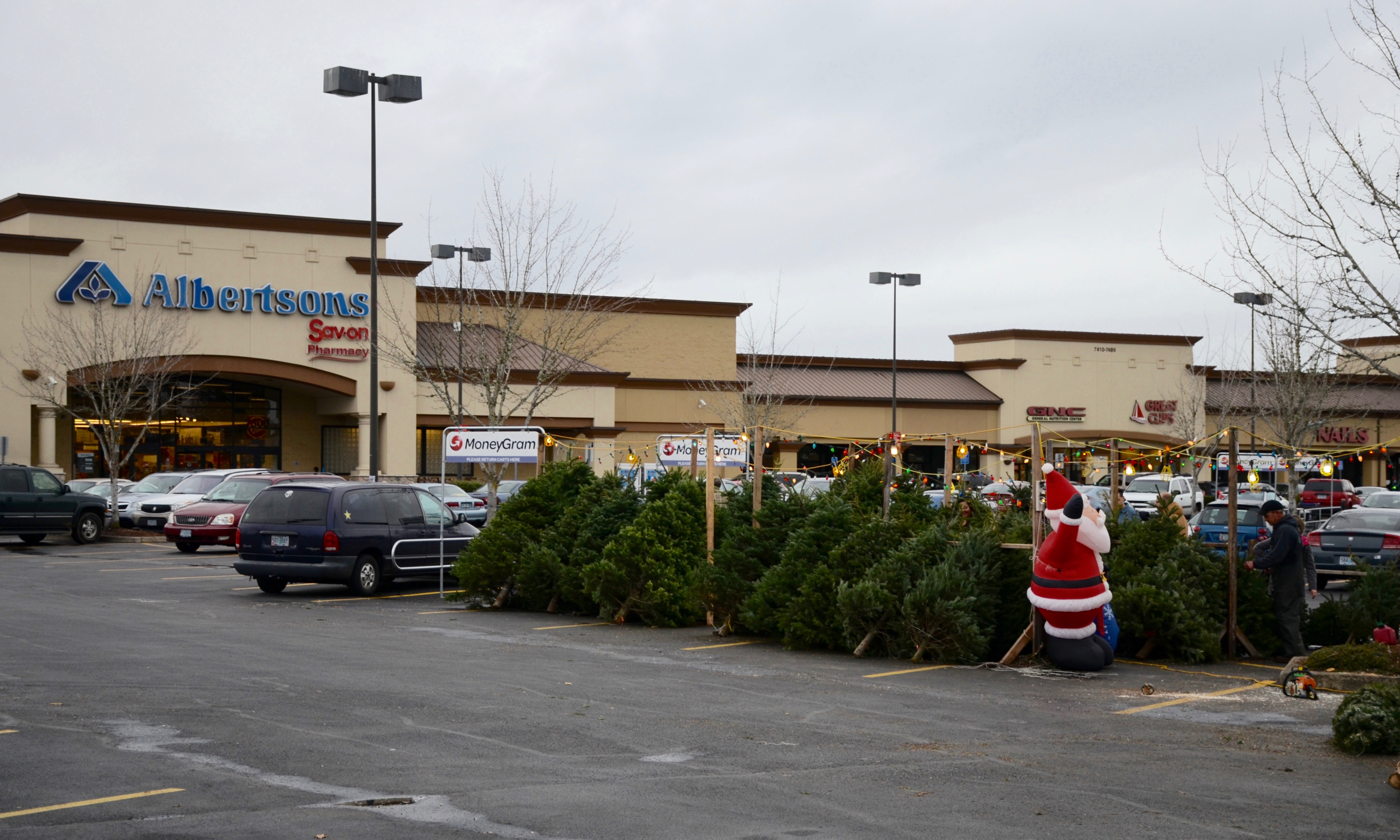 File:Christmas tree lot in front of Albertsons on Baseline Rd ...
