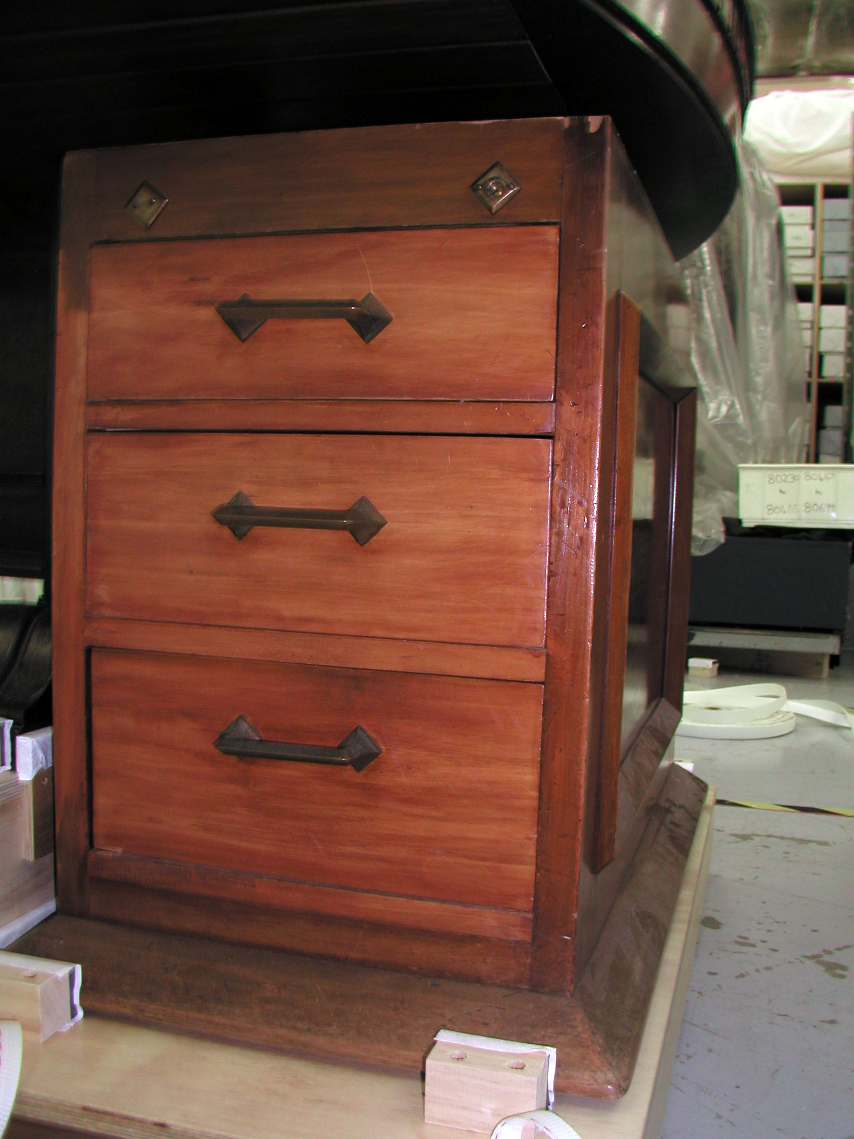 File:Desk drawer units, pair (AM 33.33.33-33).jpg - Wikimedia Commons