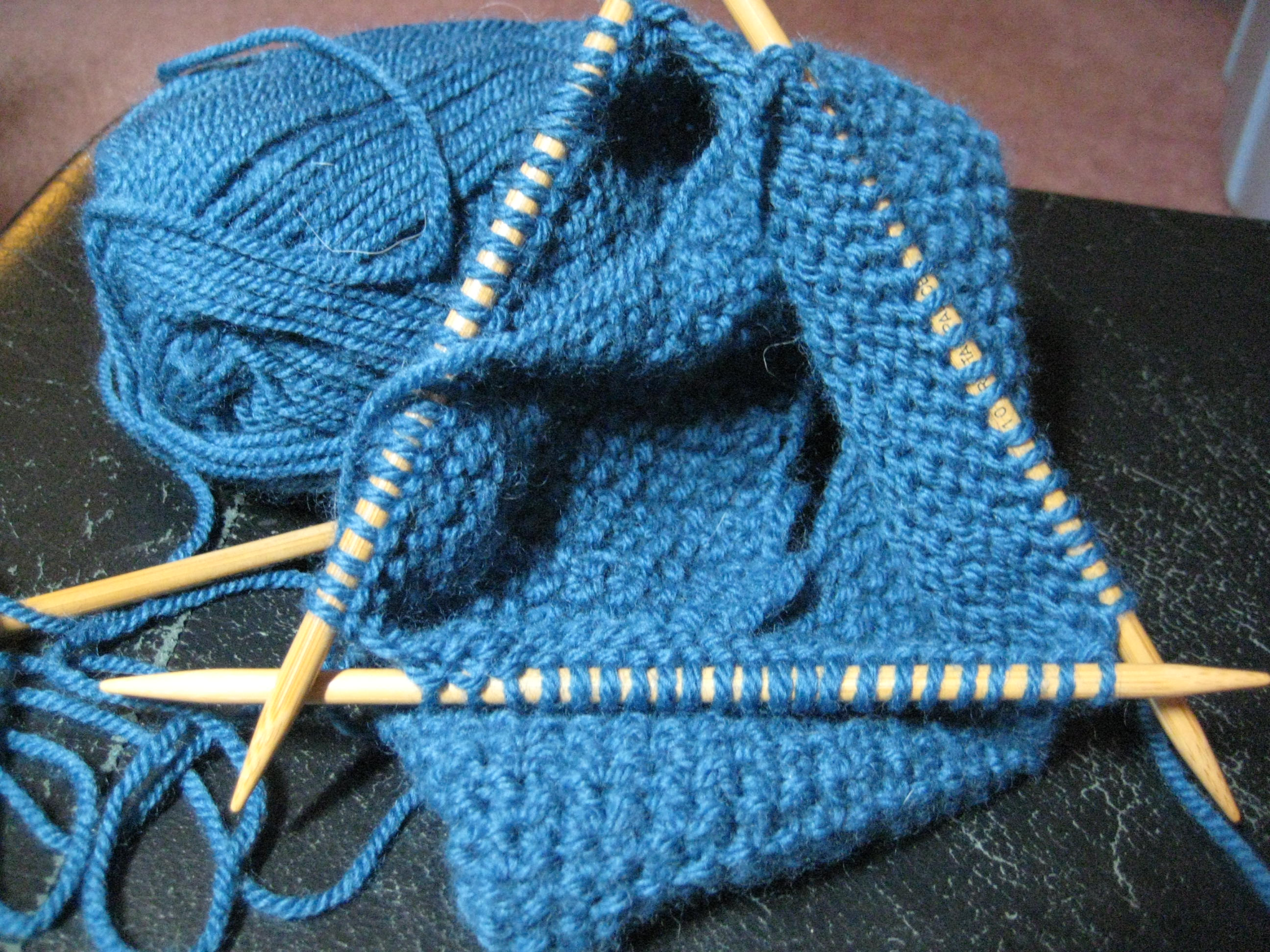 Knitting In The Round Without Double Pointed Needles : File double pointed kitting needles in use g wikimedia