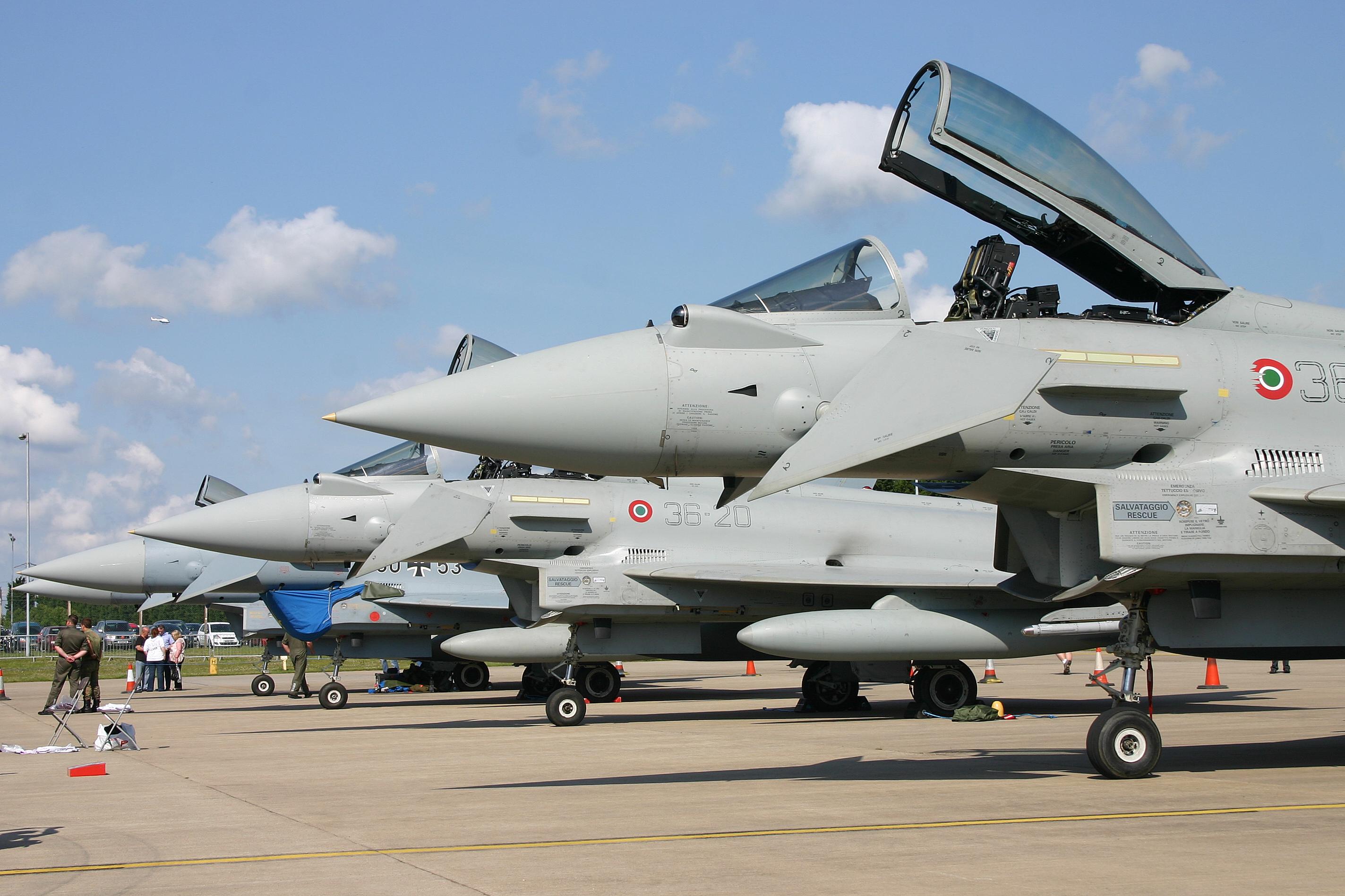 File:Eurofighter Typhoon line up (6204931101).jpg - Wikimedia Commons