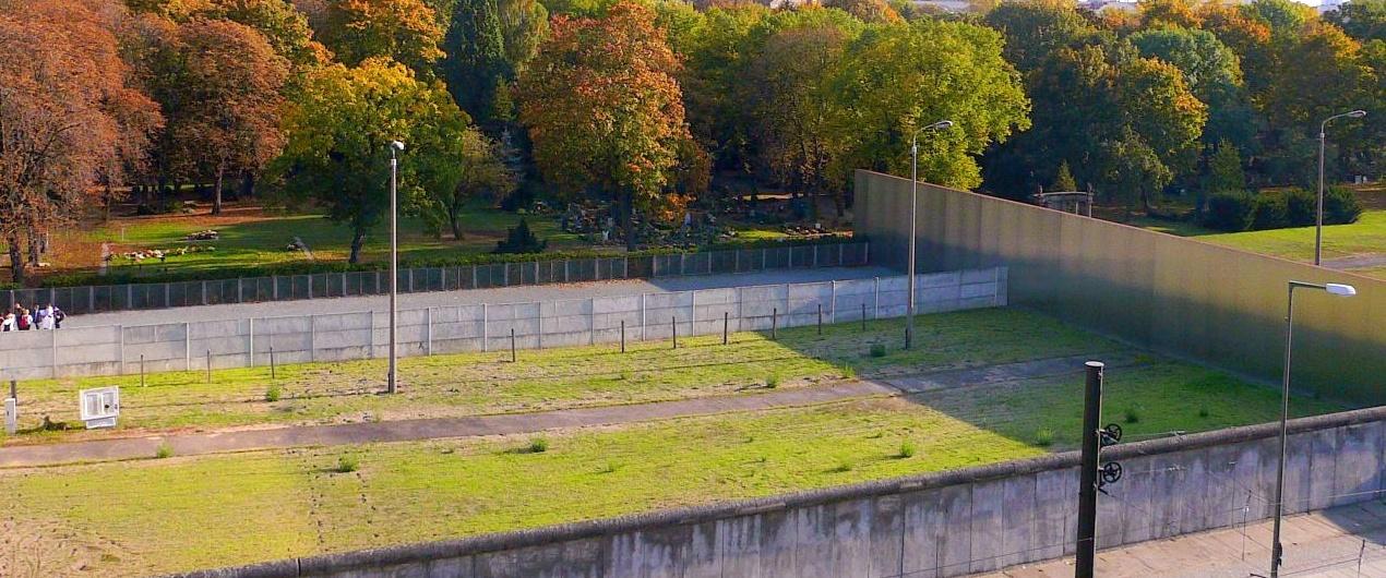 File gedenkst tte berliner wikimedia commons - Mur terras ...