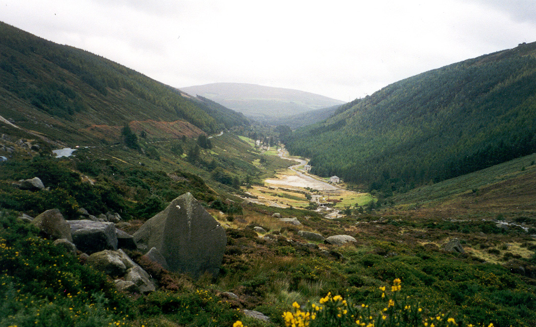 Archivo:Glendalough, Ireland.