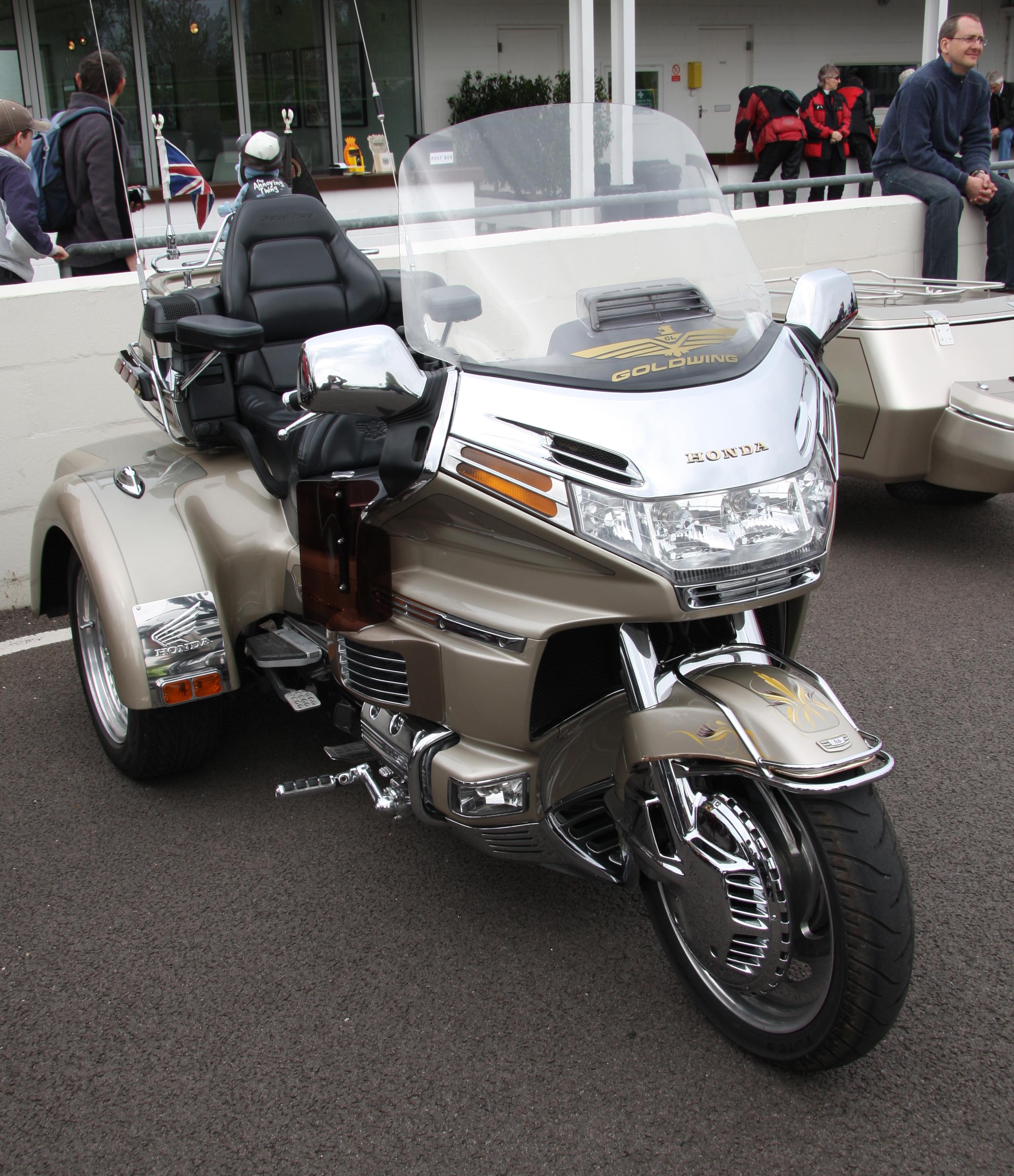 File:Honda Goldwing gold trike front.jpg - Wikimedia Commons