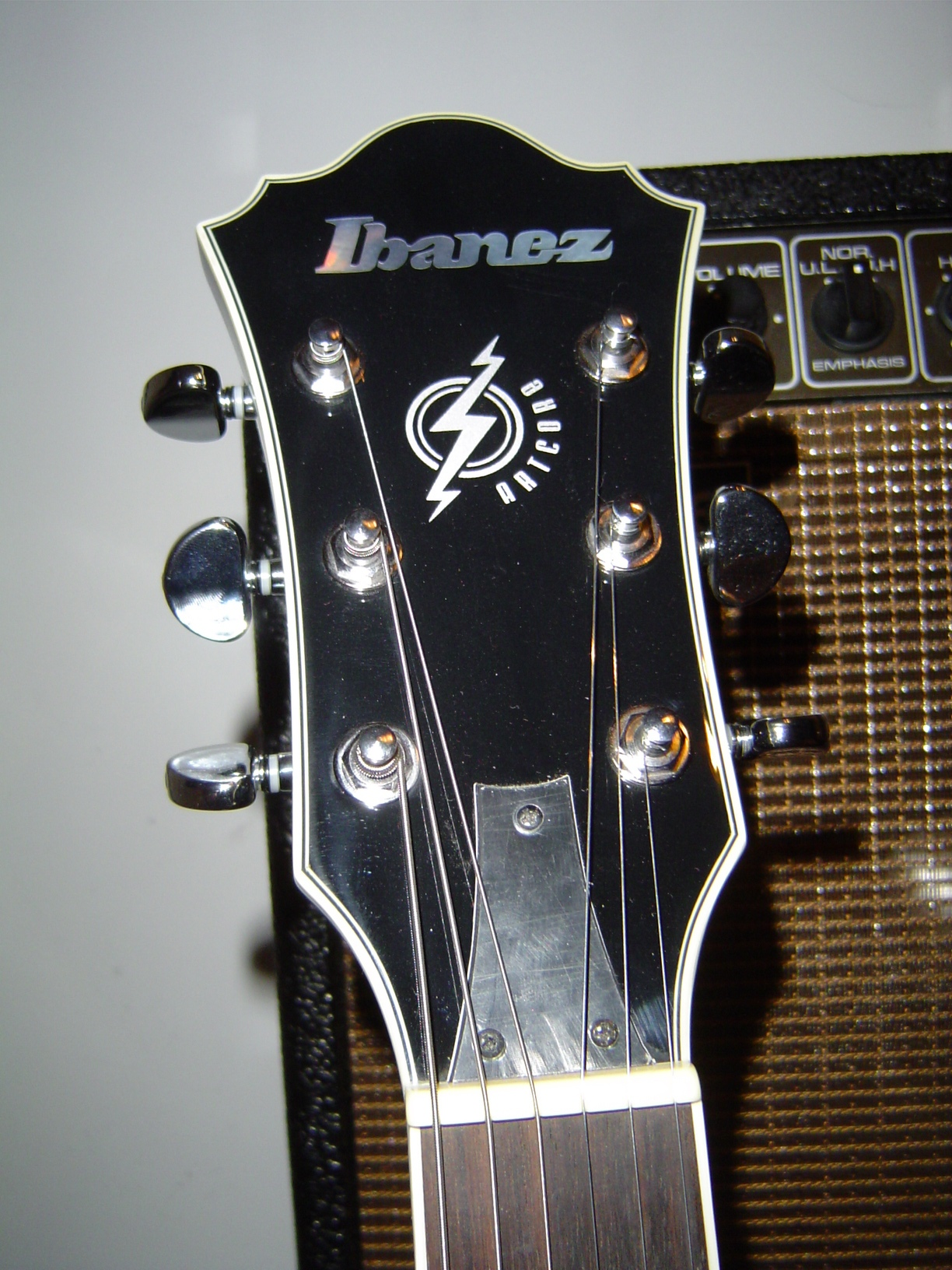 file ibanez artcore am or as headstock jpg wikimedia commons