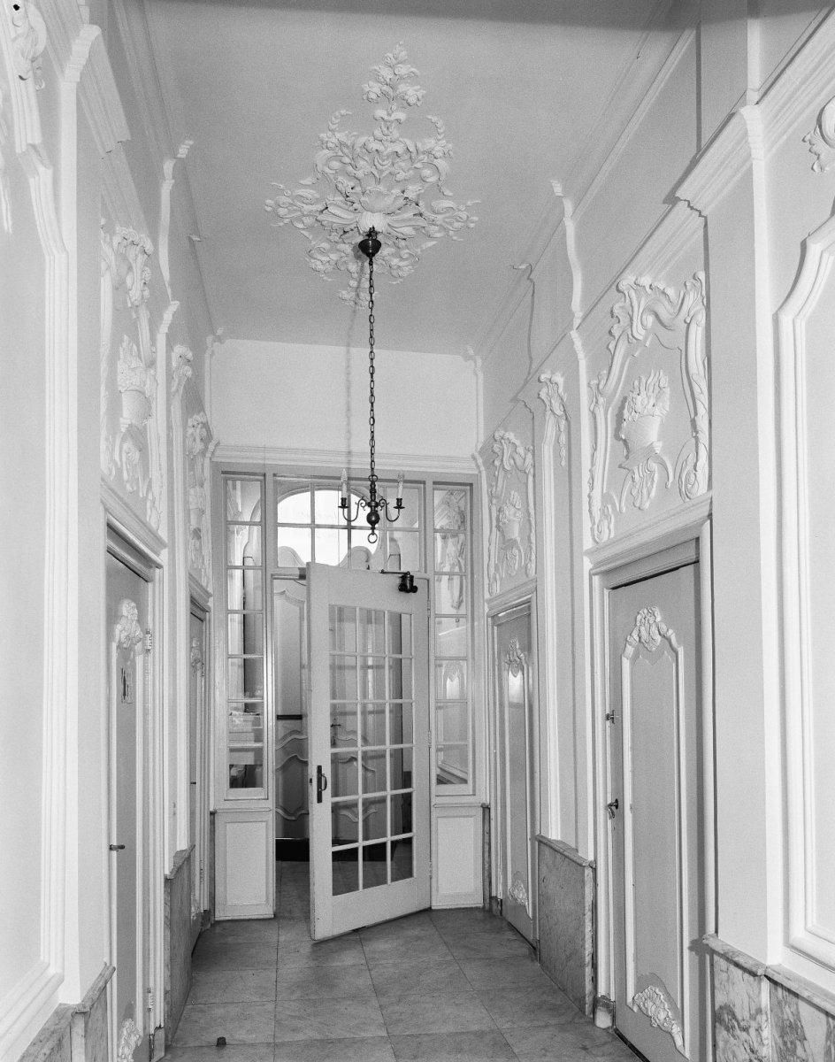 File interieur de gang in de richting van de voordeur middelburg 20335919 - Deco van de gang ...