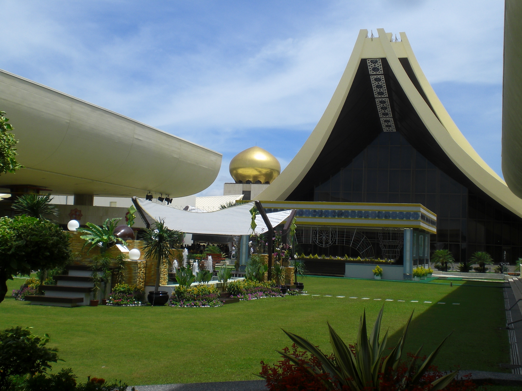 Istana Nurul Iman - Wikipedia