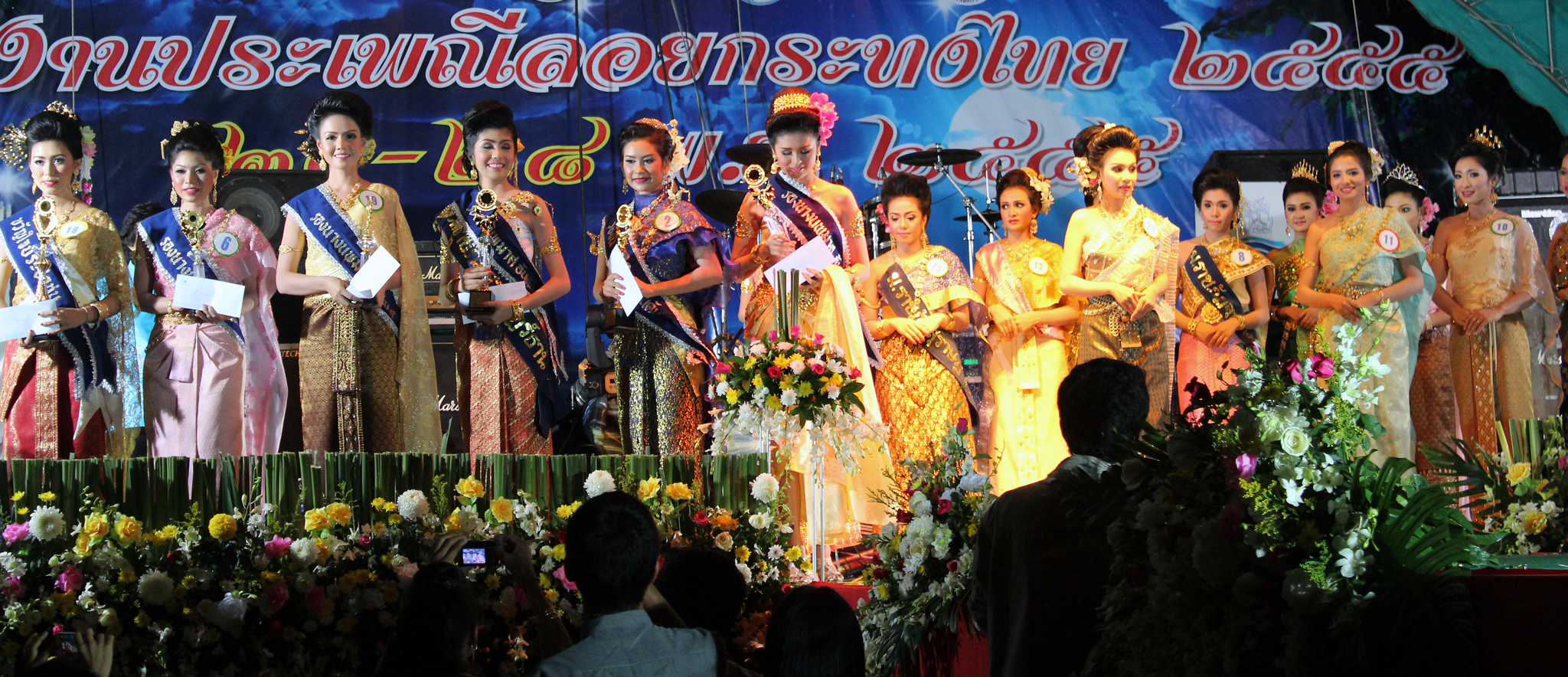 18c28147c9 Traditional Thai clothing - Wikipedia