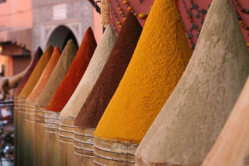 https://upload.wikimedia.org/wikipedia/commons/1/19/Marrakesh_spices.jpg