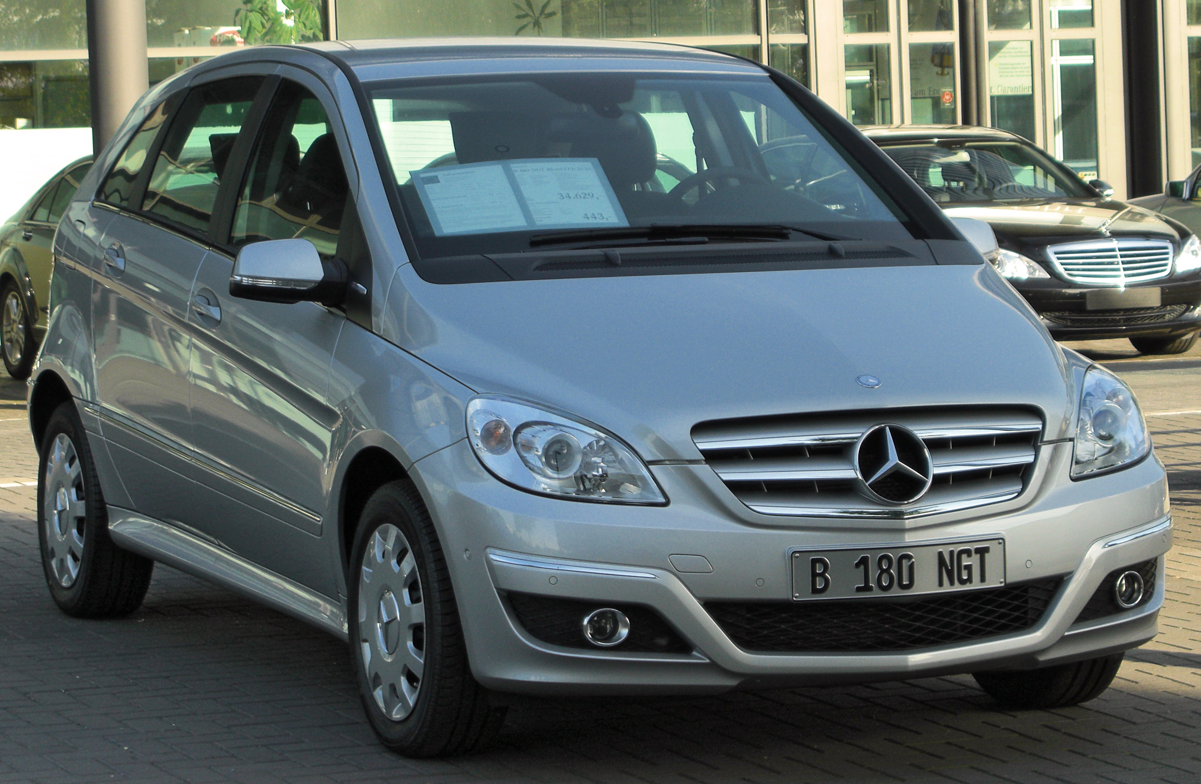 File:Mercedes B 180 NGT BlueEFFICIENCY (T245) Facelift ...