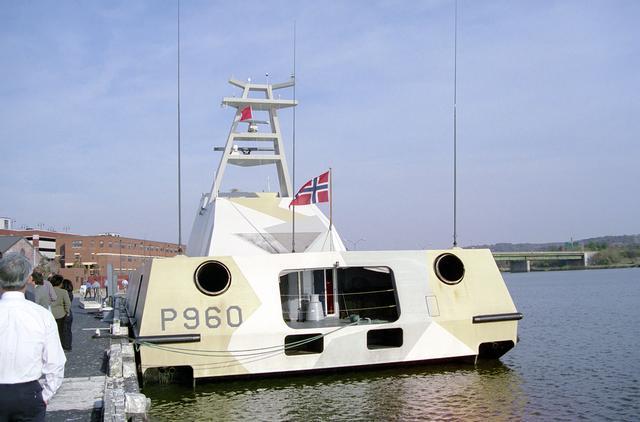 Norwegian_missile_patrol_craft_KNM_Skjold_%28P_690%29_stern_view.jpg