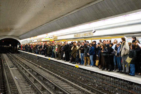 File:November 2007 Strikes France Crowded Platform.jpg