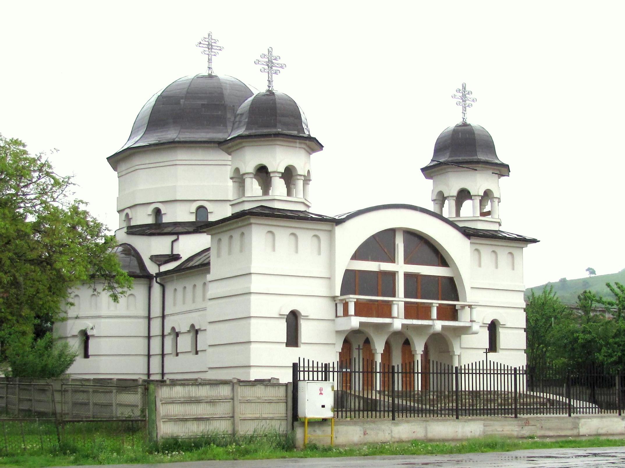 http://upload.wikimedia.org/wikipedia/commons/1/19/Ocna_Mures_Biserica_Ortodoxa_Noua.jpg