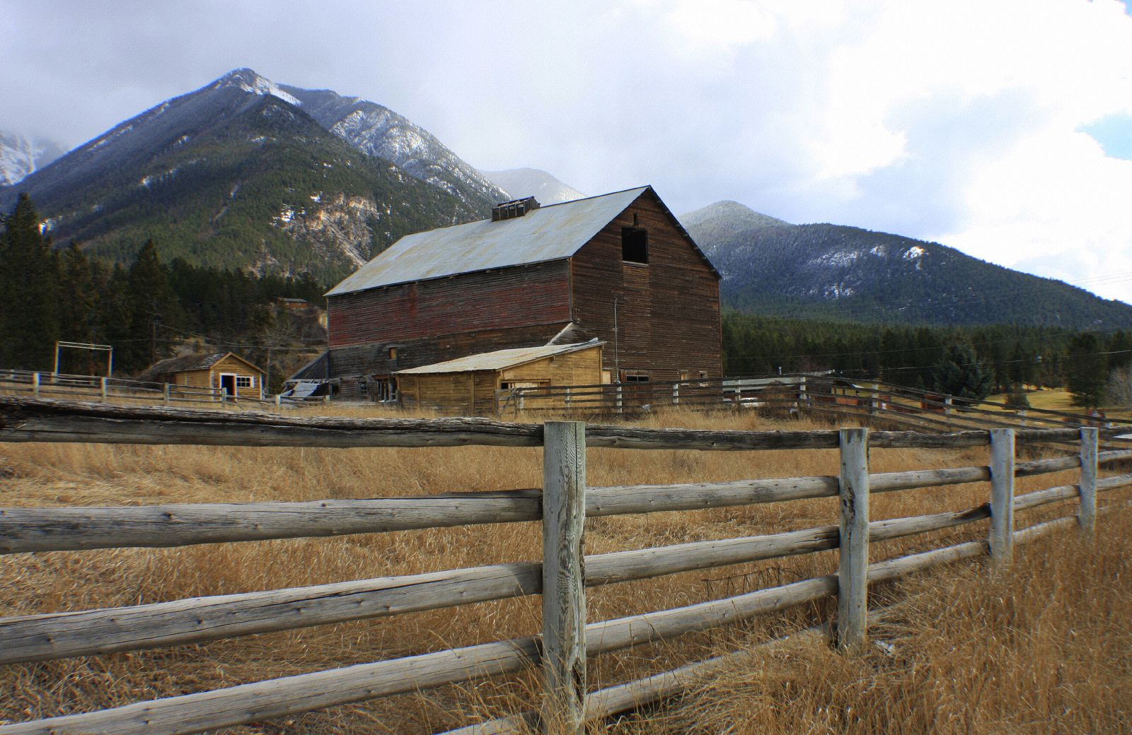 FileOld Barnyard Radium Valley BC