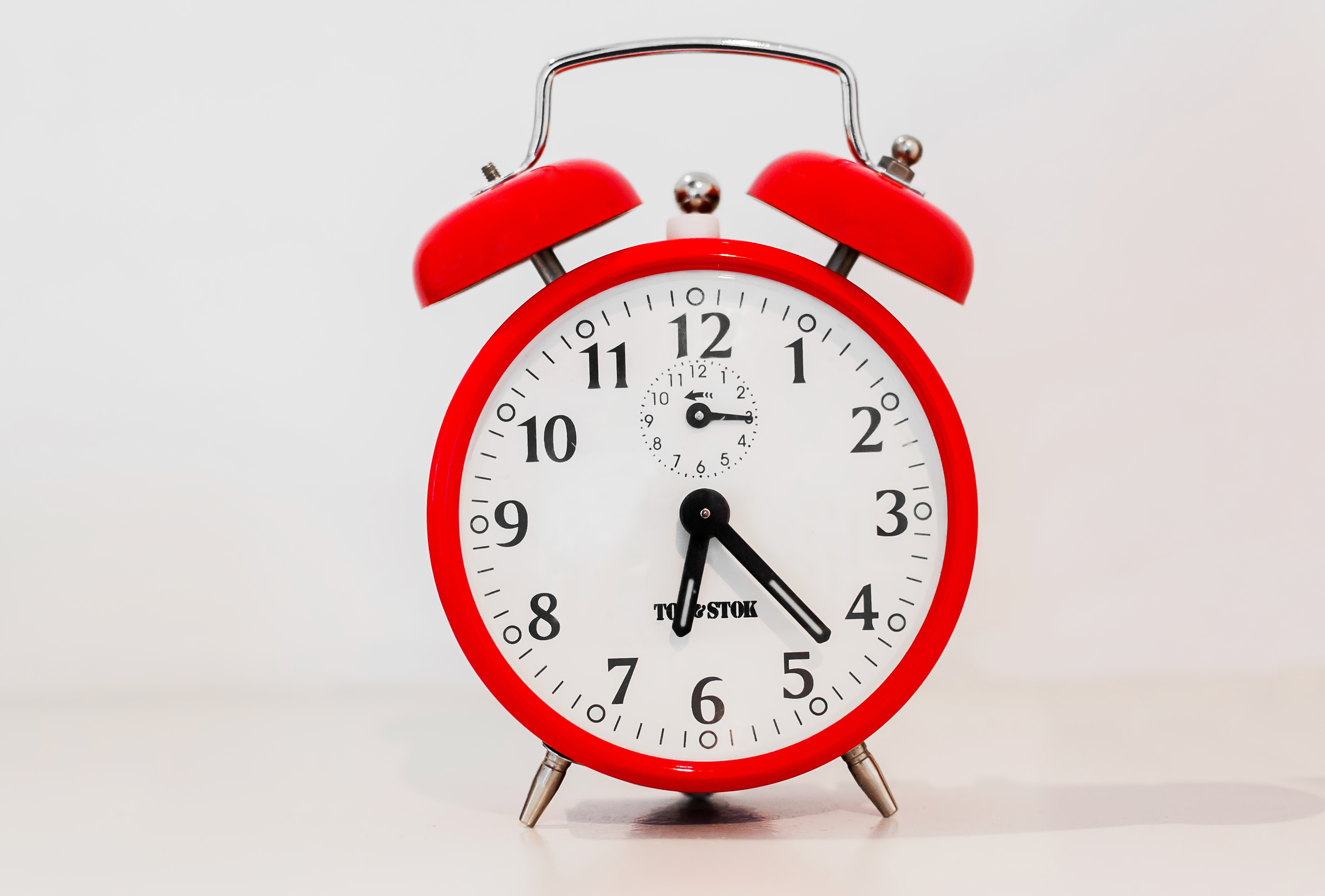 File:Red Clock.jpg