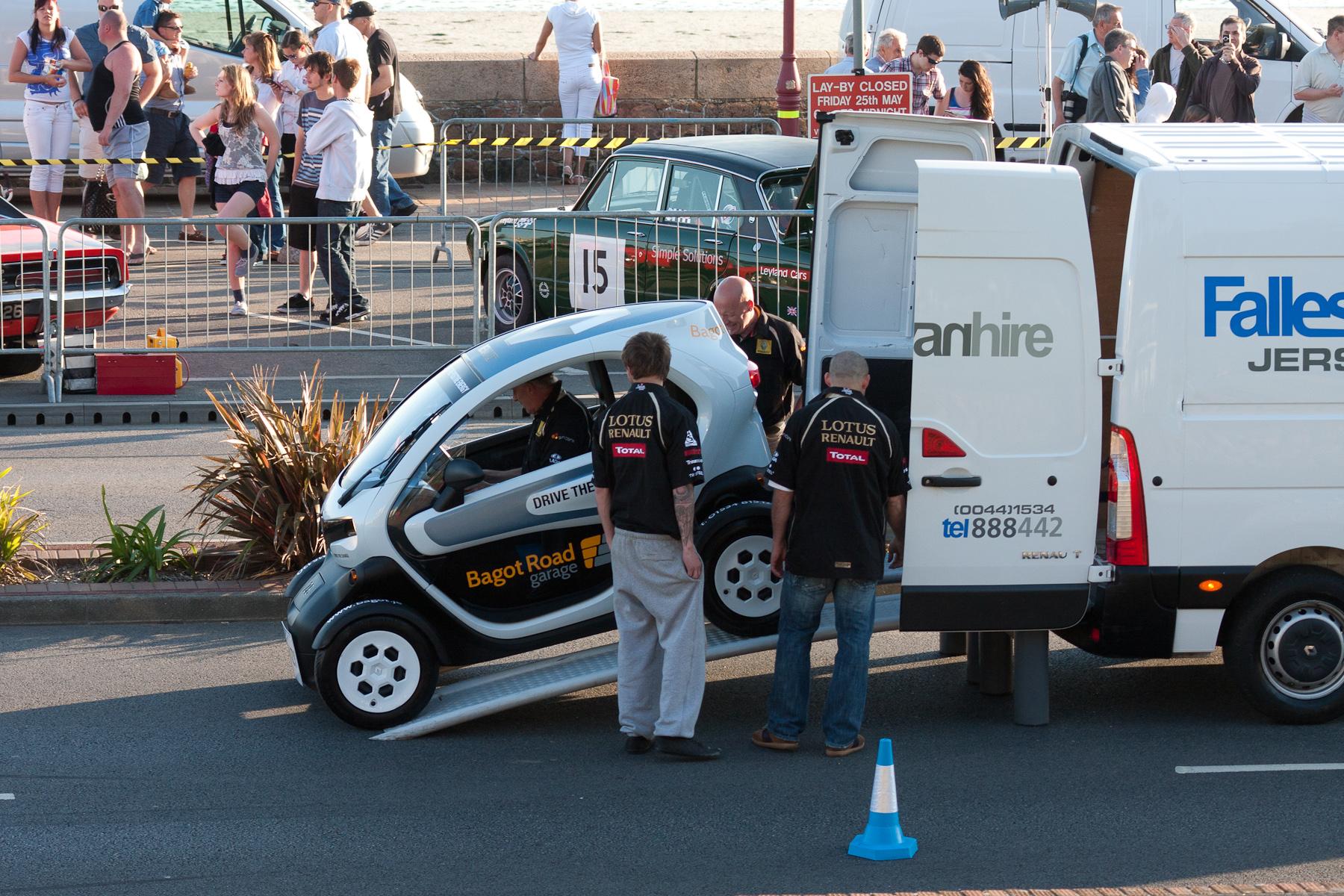 File Renault Twizy In A Van Jpg Wikimedia Commons